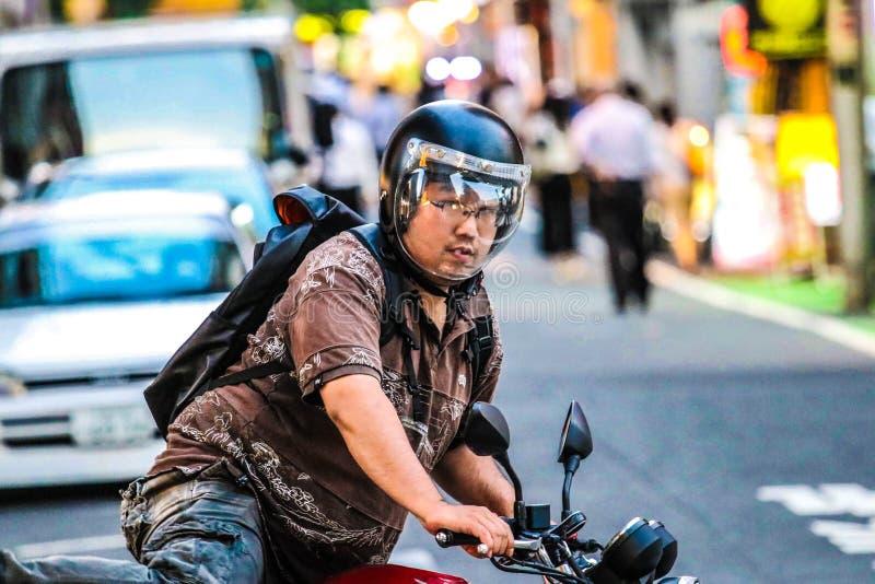 Άτομο στη μοτοσικλέτα στο Τόκιο, Ιαπωνία στοκ εικόνες με δικαίωμα ελεύθερης χρήσης