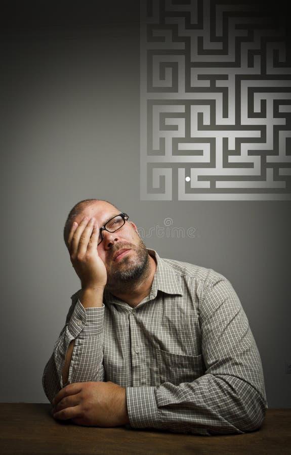 Άτομο στις σκέψεις. Ονειροπόλος και λαβύρινθος. στοκ φωτογραφίες