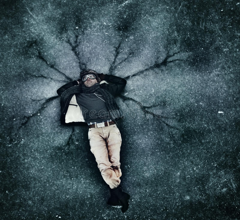 Άτομο στον κρύο πάγο στοκ εικόνα με δικαίωμα ελεύθερης χρήσης