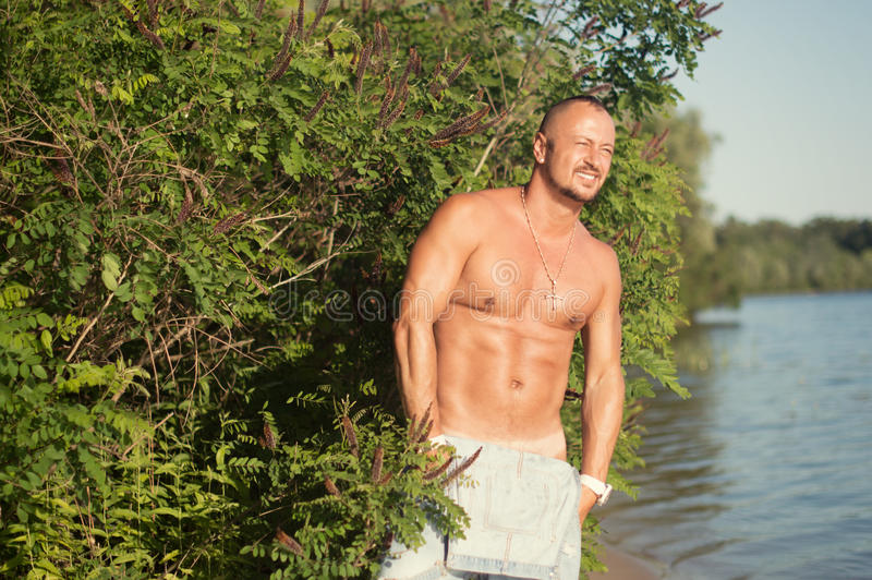 Άτομο στον ποταμό στοκ εικόνα με δικαίωμα ελεύθερης χρήσης