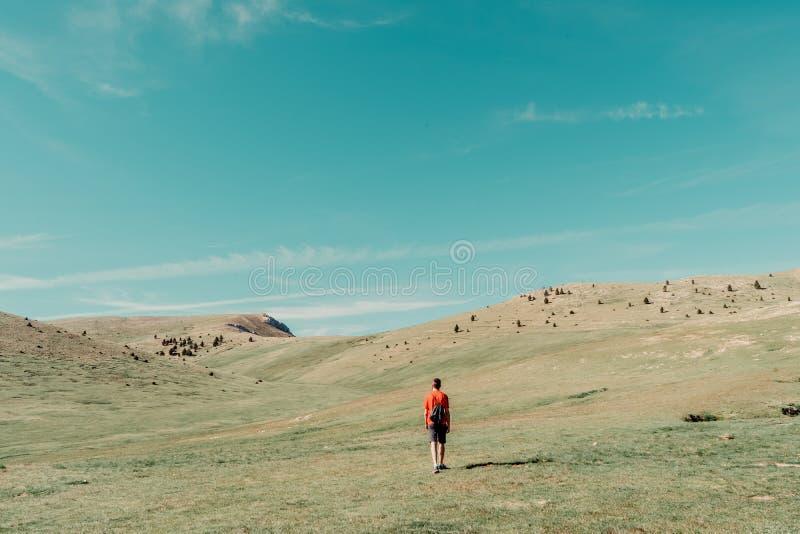 Άτομο στο βουνό στοκ εικόνα με δικαίωμα ελεύθερης χρήσης
