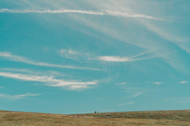 άτομο στο βουνό στοκ φωτογραφία
