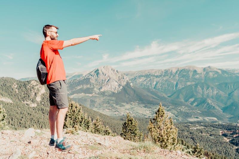 άτομο στο βουνό στοκ φωτογραφίες με δικαίωμα ελεύθερης χρήσης