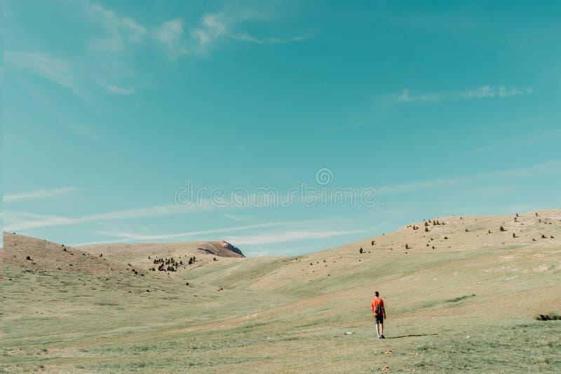 άτομο στο βουνό στοκ εικόνες με δικαίωμα ελεύθερης χρήσης