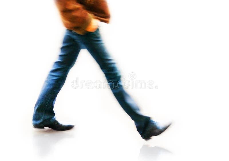 Άτομο στο μουτζουρωμένο περπάτημα στοκ εικόνα με δικαίωμα ελεύθερης χρήσης