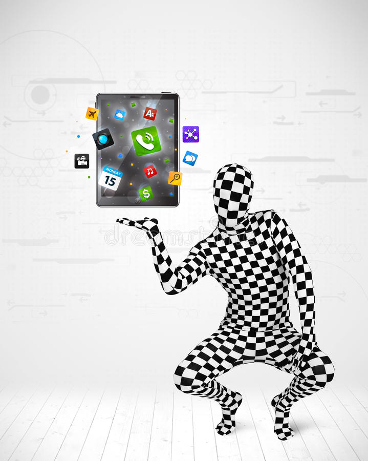 Άτομο στο πλήρες PC ταμπλετών κοστουμιών σωμάτων holdig στοκ εικόνα
