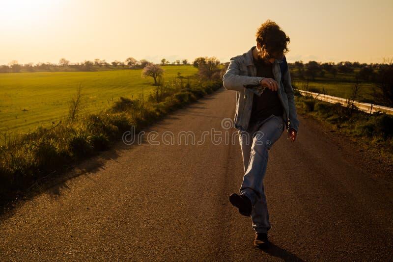 Άτομο στο δρόμο στοκ εικόνες
