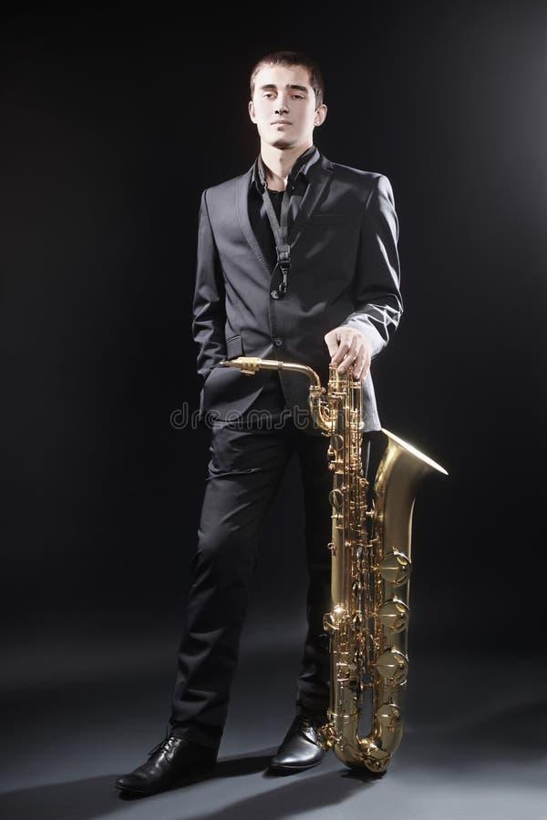 Άτομο τζαζ Saxophonist φορέων Saxophone στοκ εικόνες