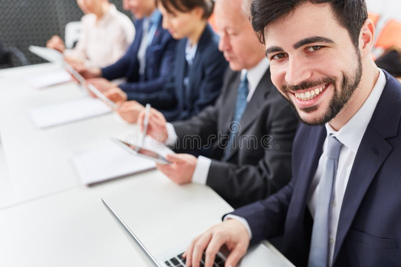 Άτομο ως επιχειρησιακό σύμβουλο στοκ εικόνες