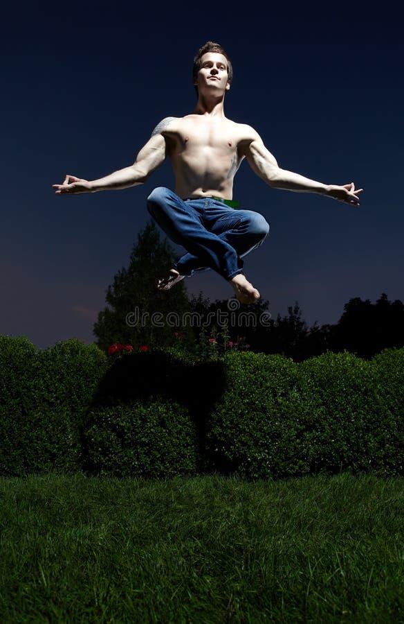 Άτομο Levitating στοκ εικόνα