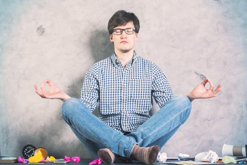 Άτομο Meditating στοκ εικόνες με δικαίωμα ελεύθερης χρήσης