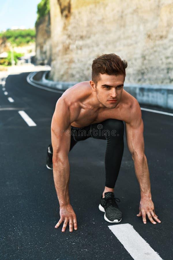Άτομο Sprinter στην έναρξη, έτοιμη να τρέξει υπαίθρια Τρέχοντας αθλητισμός στοκ εικόνες