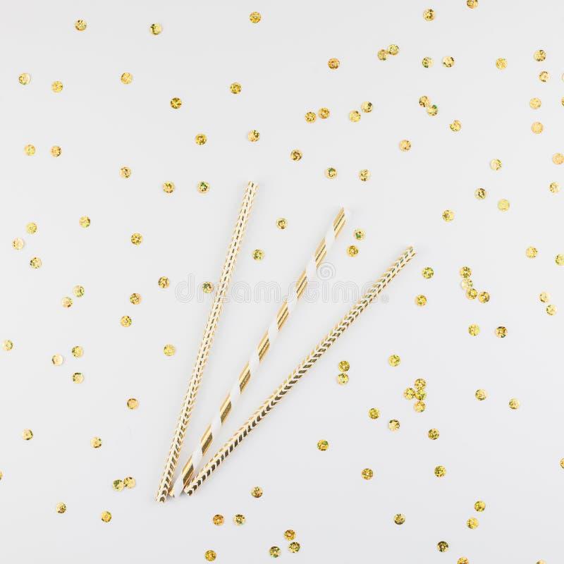 Άχυρα κομμάτων κοκτέιλ με τα χρυσά σπινθηρίσματα στοκ φωτογραφία με δικαίωμα ελεύθερης χρήσης