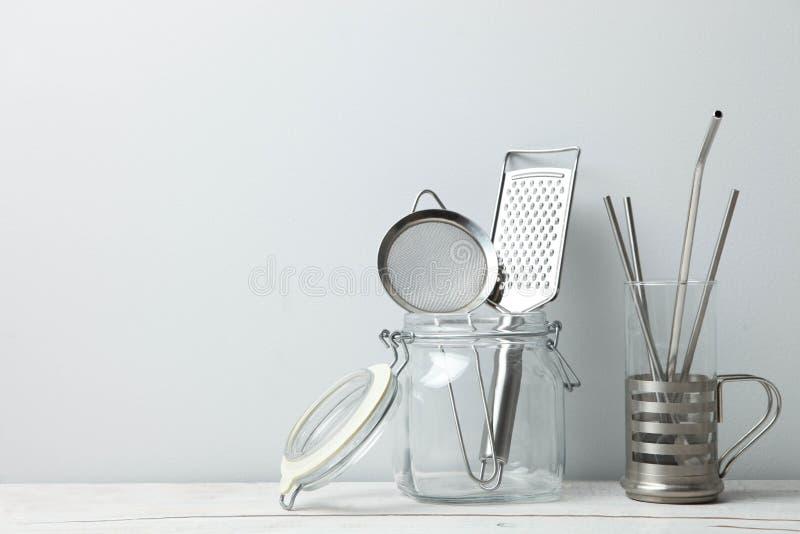 Άχυρα χάλυβα και εργαλεία κουζινών, μηά απόβλητα στοκ εικόνα με δικαίωμα ελεύθερης χρήσης