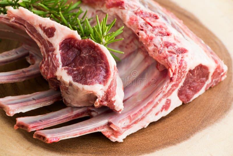 Άψητα ακατέργαστα πλευρά αρνιών κρέας ακατέργαστο Τρόφιμα Halal στοκ φωτογραφία με δικαίωμα ελεύθερης χρήσης