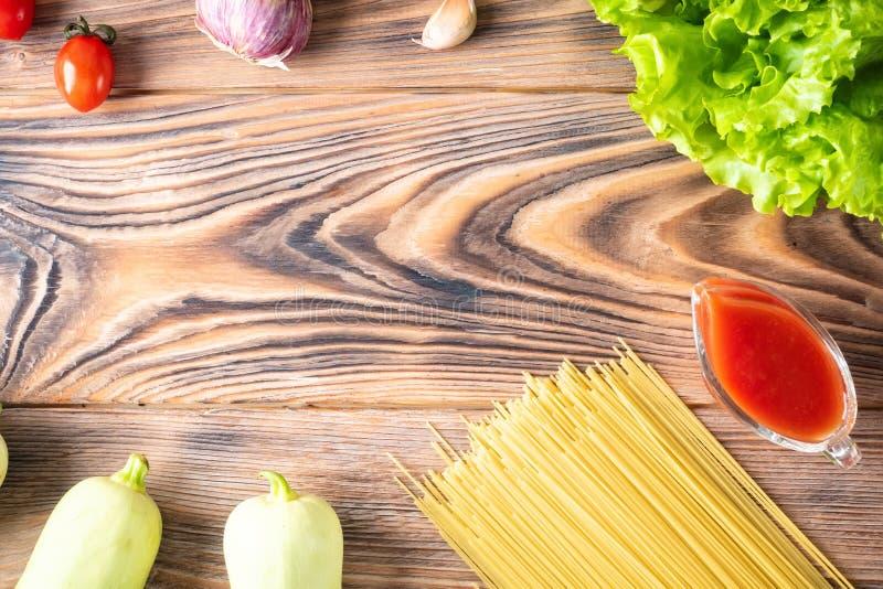 Άψητα μακαρόνια Cappellini μακαρονιών ζυμαρικών υποβάθρου τροφίμων στοκ εικόνες