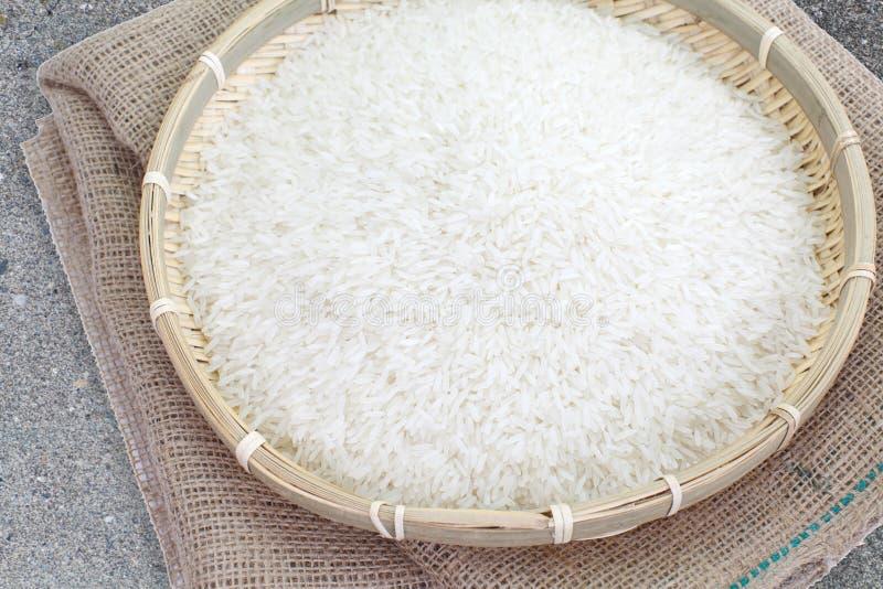 Download άψητο λευκό ρυζιού στοκ εικόνα. εικόνα από προϊόν, ρύζι - 62724945