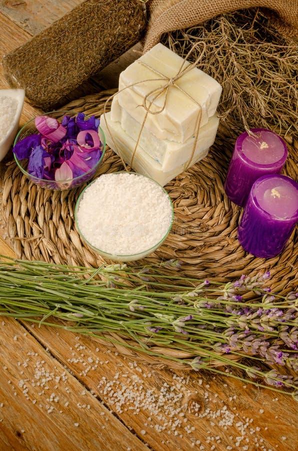 Άλατα και σαπούνι λουτρών Aromatherapy στοκ εικόνες