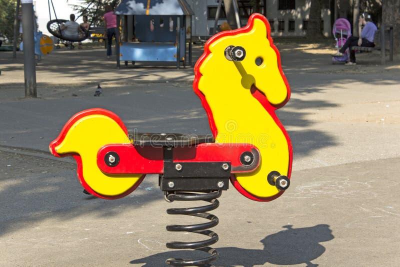 Άλογο λικνίσματος στο πάρκο στοκ φωτογραφίες με δικαίωμα ελεύθερης χρήσης