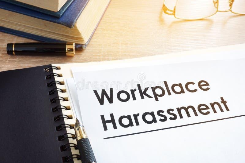 Έγγραφα για την παρενόχληση εργασιακών χώρων στοκ φωτογραφία με δικαίωμα ελεύθερης χρήσης
