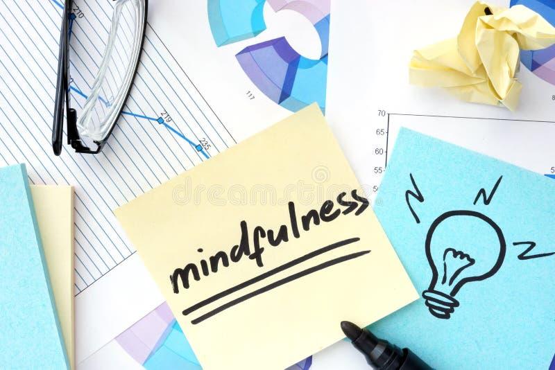 Έγγραφα με τις γραφικές παραστάσεις και την έννοια mindfulness στοκ εικόνες με δικαίωμα ελεύθερης χρήσης