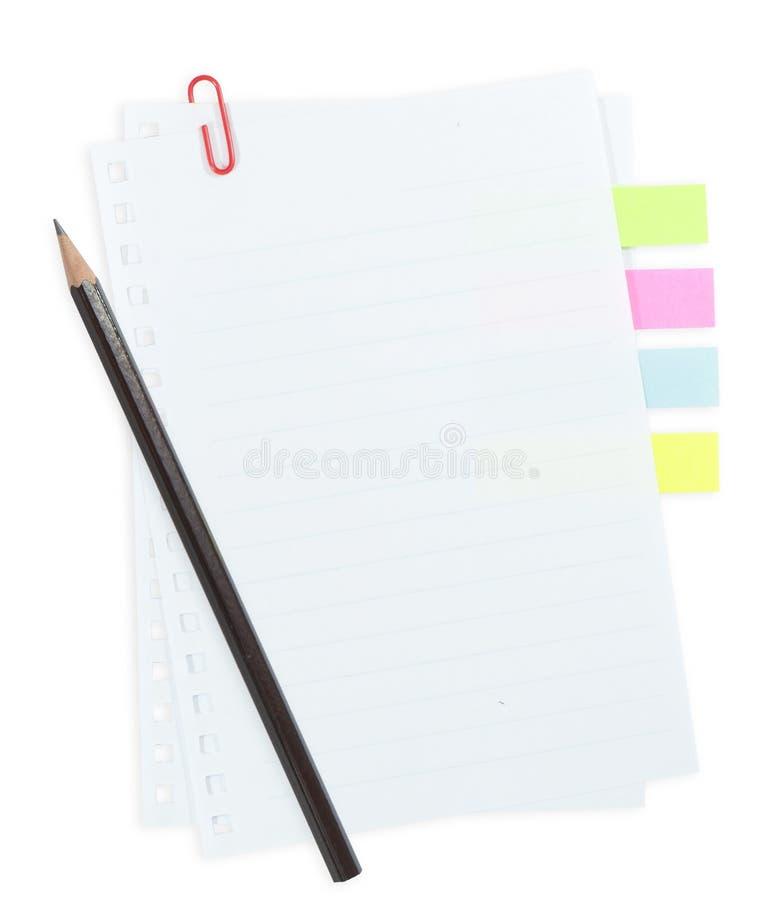 Έγγραφο γραμμών με το συνδετήρα εγγράφου και ετικέττα που απομονώνεται στο whi στοκ εικόνες