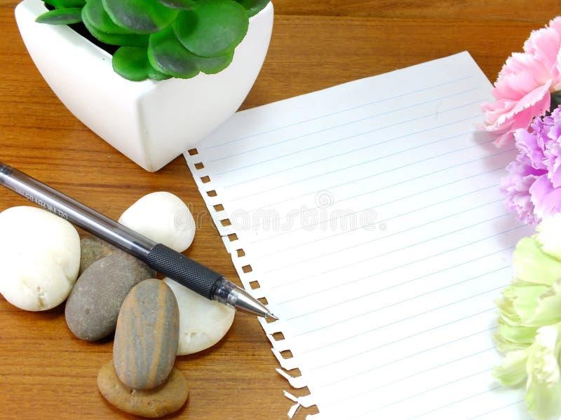 Έγγραφο και υπόμνημα σημειώσεων με τη μάνδρα στοκ εικόνες με δικαίωμα ελεύθερης χρήσης