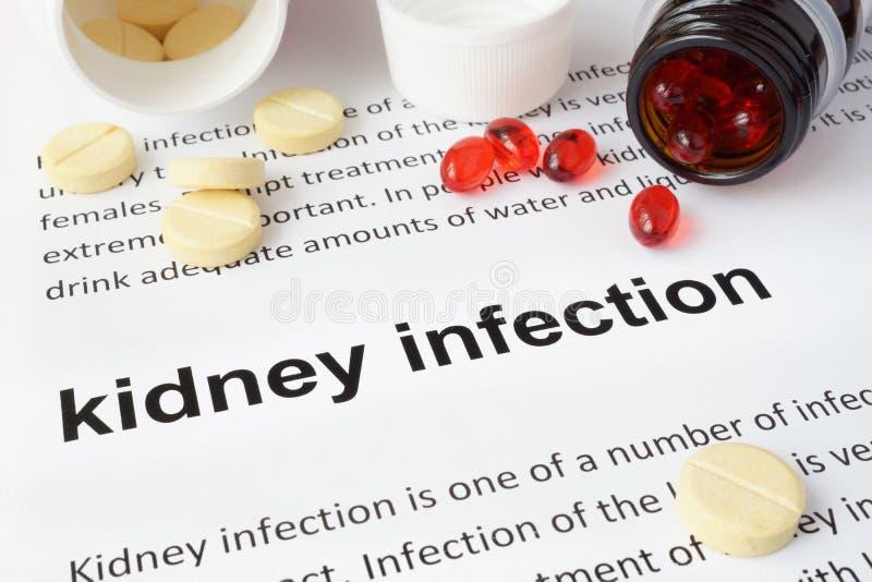 Έγγραφο με τη μόλυνση και τα χάπια νεφρών στοκ εικόνες