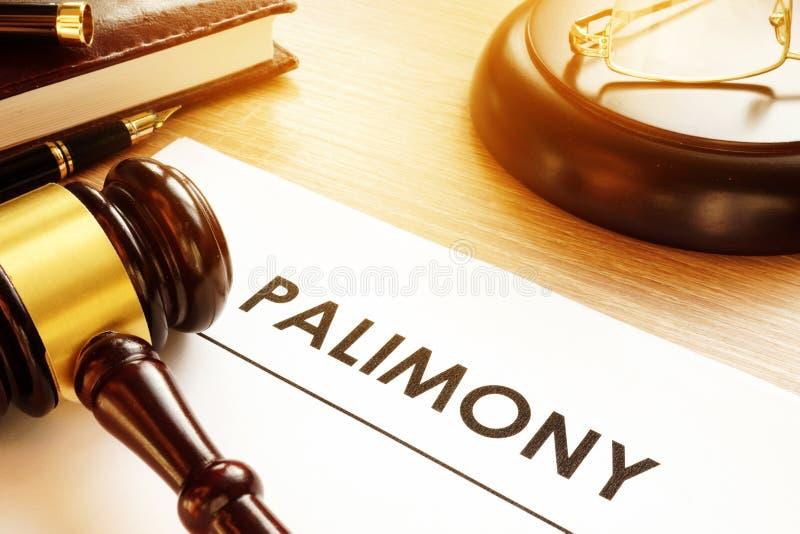 Έγγραφο περίπου palimony σε ένα γραφείο δικαστηρίων στοκ εικόνες