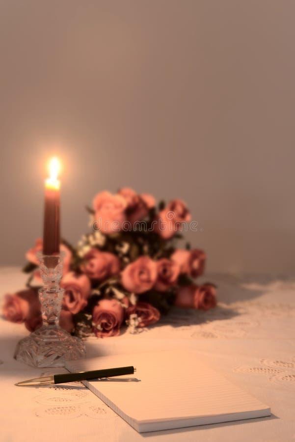 Έγγραφο σημειώσεων με τη ρομαντική ρύθμιση στοκ εικόνα