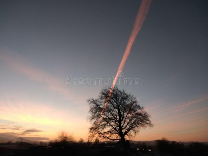 έγκαυμα καυσίμων αεροσκαφών από το sillouette πρωινού στοκ εικόνα με δικαίωμα ελεύθερης χρήσης