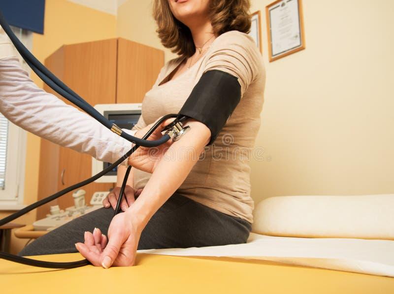 Έγκυος γυναίκα στο νοσοκομείο στοκ φωτογραφία με δικαίωμα ελεύθερης χρήσης
