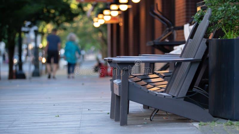 Έδρα στο υπαίθριο patio στοκ εικόνες