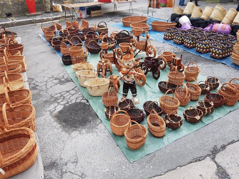 Έκθεση καλαθιών στην αγορά Issigeac στοκ φωτογραφία με δικαίωμα ελεύθερης χρήσης