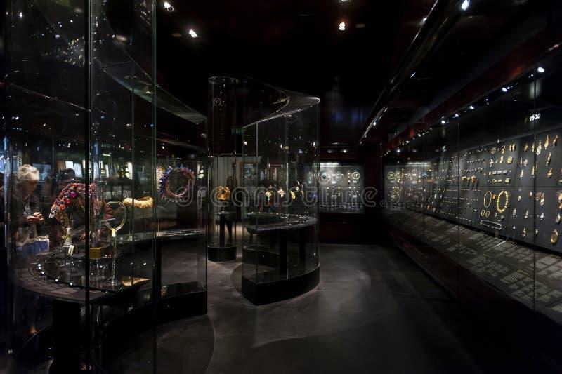 Έκθεση κοσμημάτων στο William και τη στοά της Judith Bollinger σε Βικτώρια και Αλβέρτο Museum στοκ εικόνες