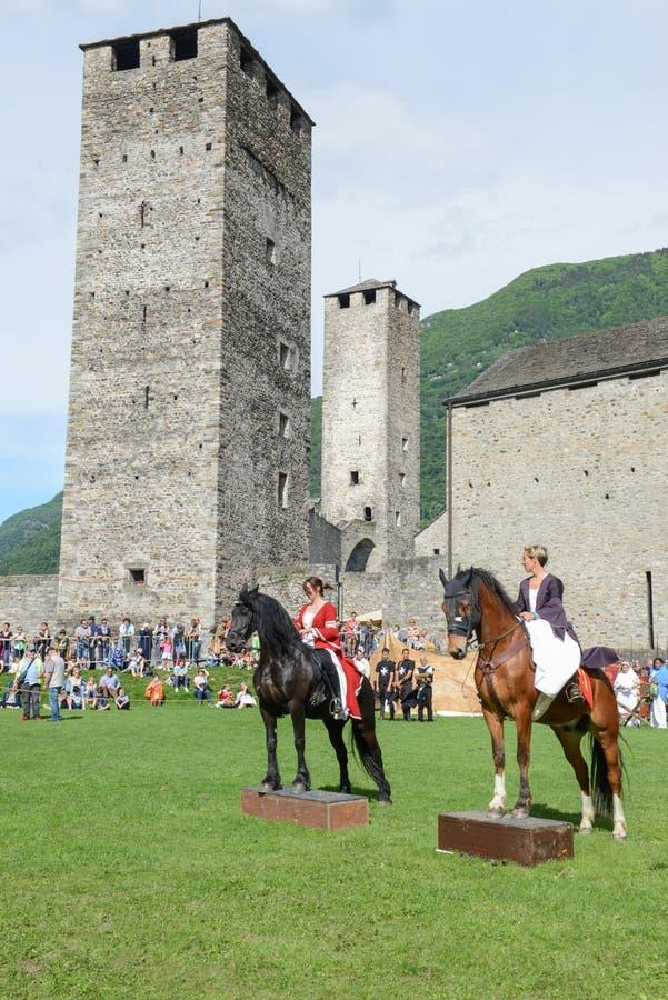 Έκθεση των μεσαιωνικών ιπποτών στο κάστρο Castelgrande σε Bellinz στοκ εικόνες