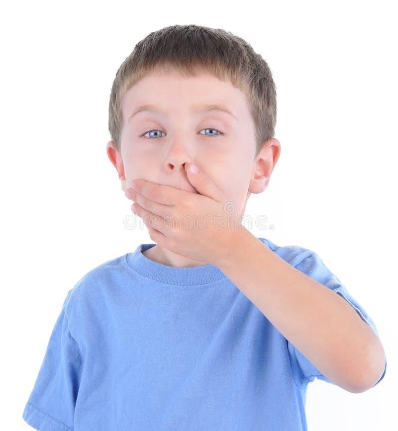 Έκπληκτο αγόρι με το μυστικό στο λευκό στοκ φωτογραφία