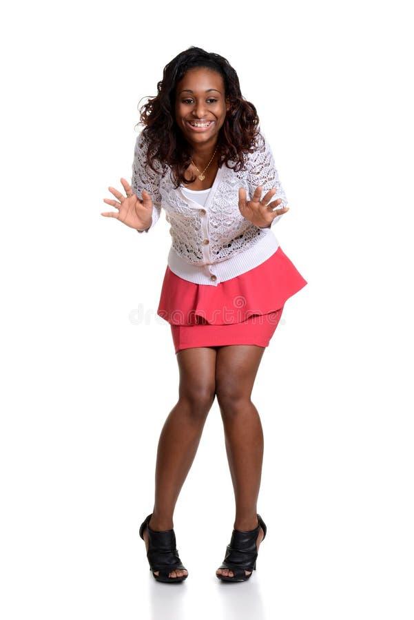 Έκπληκτη νέα μαύρη γυναίκα στοκ φωτογραφία