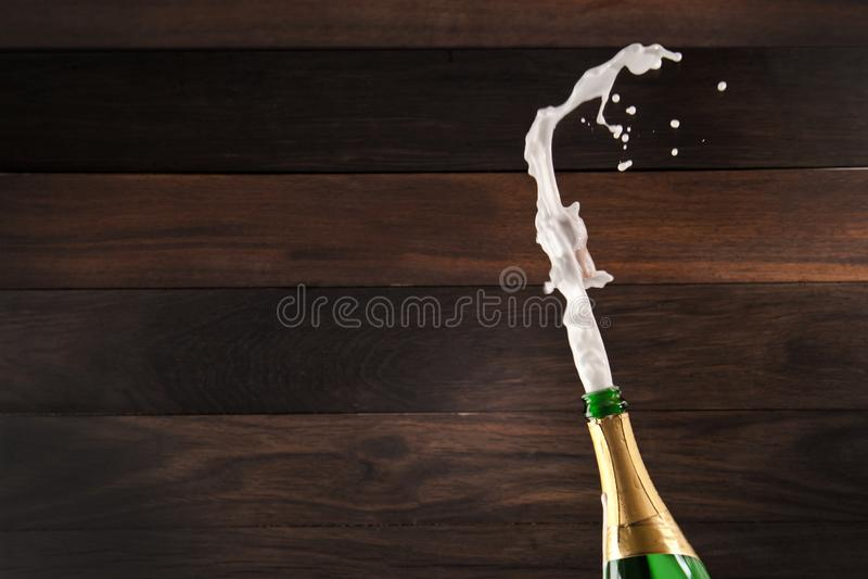 Έκρηξη CHAMPAGNE - νέο έτος εορτασμού στοκ φωτογραφίες