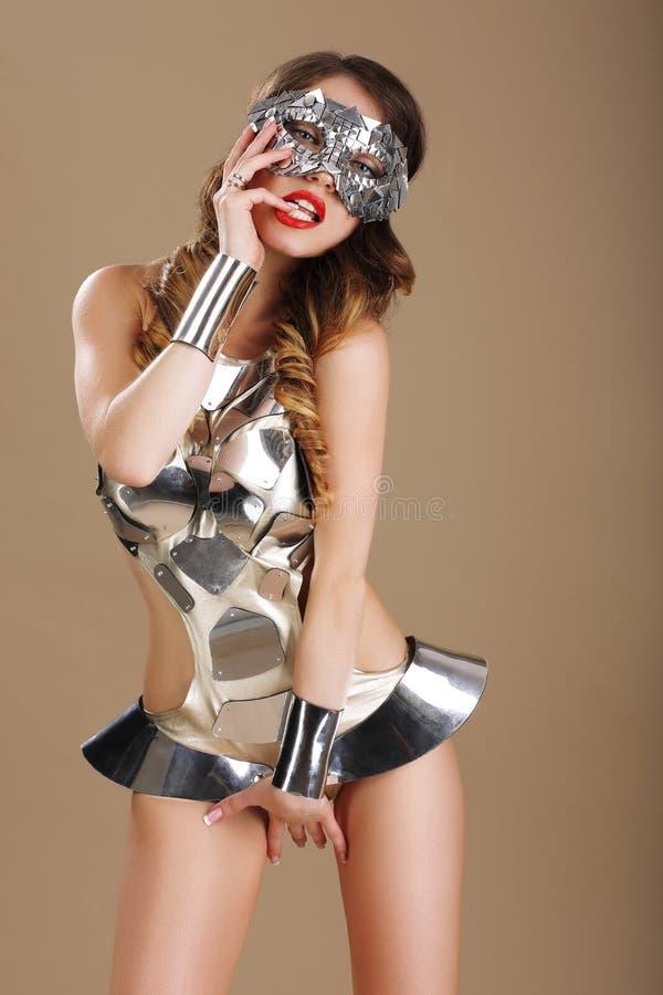 Έκφραση Voluptuous πειρακτήριο γυναικών στο στομφώδες κοστούμι στοκ εικόνες