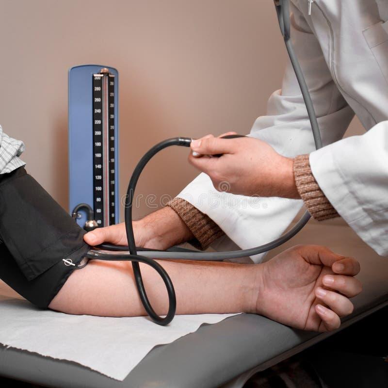 Έλεγχος πίεσης του αίματος στοκ εικόνες