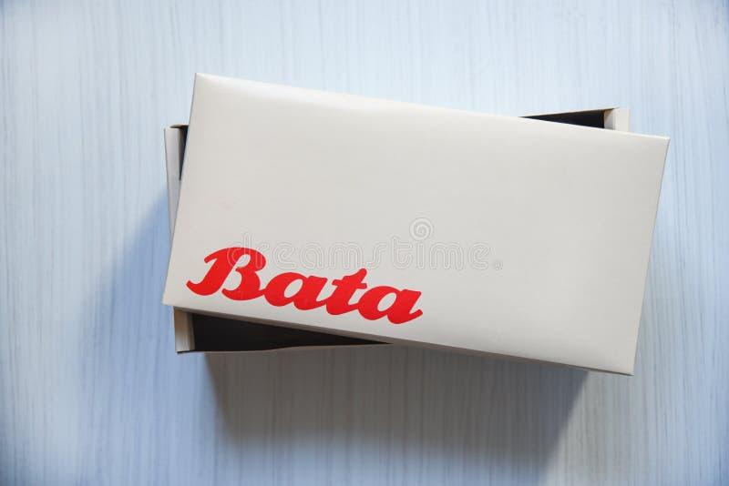 Έμβλημα λογότυπων Bata παπουτσιών κιβωτίων και κόκκινη διατύπωση στοκ εικόνα