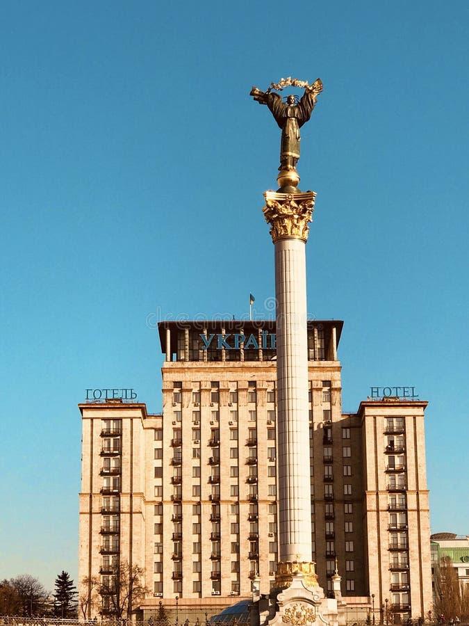 Ένας άγγελος λάμπει πέρα από την καρδιά Kyiv - KYIV - ΟΥΚΡΑΝΊΑ στοκ εικόνα