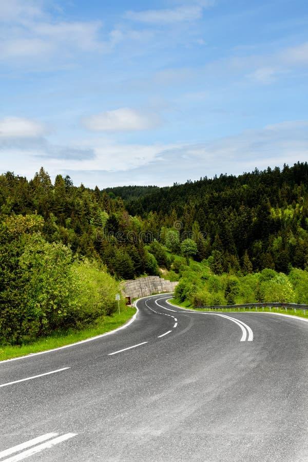 Ένας άνεμος δρόμος βουνών στοκ φωτογραφίες με δικαίωμα ελεύθερης χρήσης