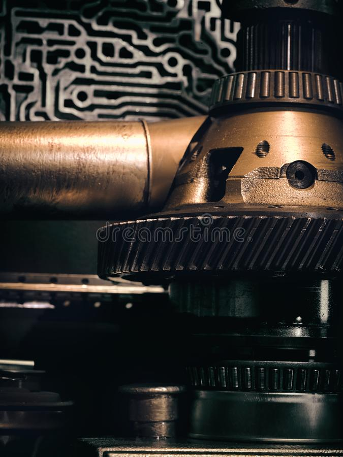 Ένας αρχαίος εκλεκτής ποιότητας τοίχος με τους μηχανισμούς στο ύφος steampunk στοκ εικόνα με δικαίωμα ελεύθερης χρήσης