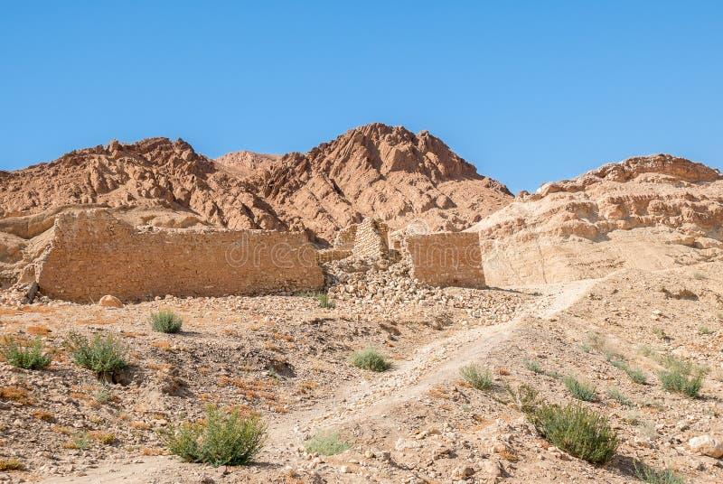 Ένας αρχαίος τοίχος πετρών σε μια έρημο βουνών στοκ εικόνες με δικαίωμα ελεύθερης χρήσης