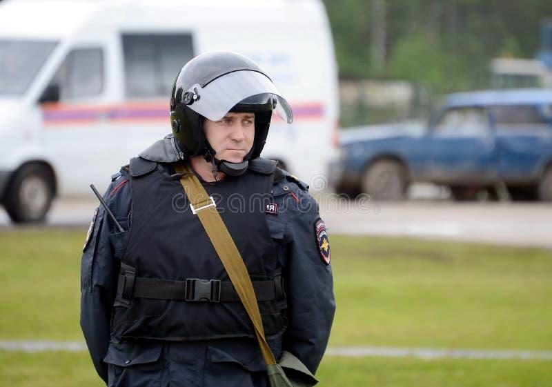 Ένας αστυνομικός στο κορδόνι κατά τη διάρκεια των ασκήσεων στοκ φωτογραφίες με δικαίωμα ελεύθερης χρήσης