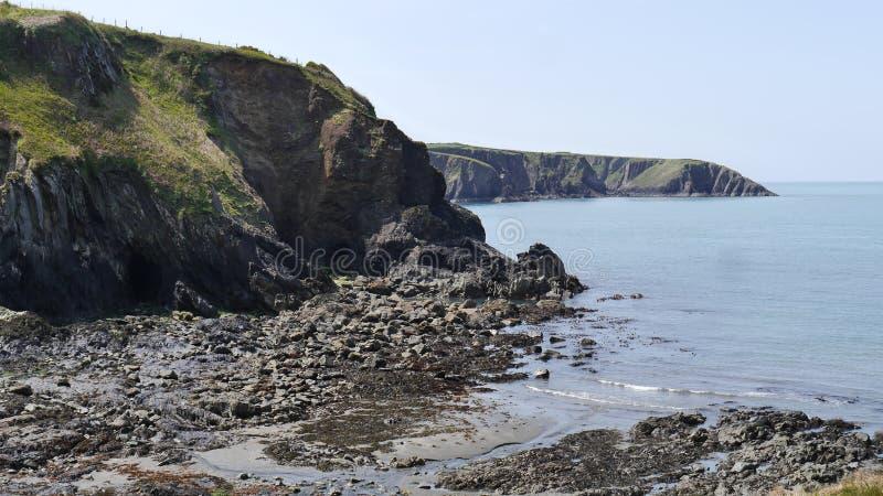 Ένας δύσκολος όρμος σε Trefin Pembrokeshire στην Ουαλία στοκ φωτογραφίες με δικαίωμα ελεύθερης χρήσης