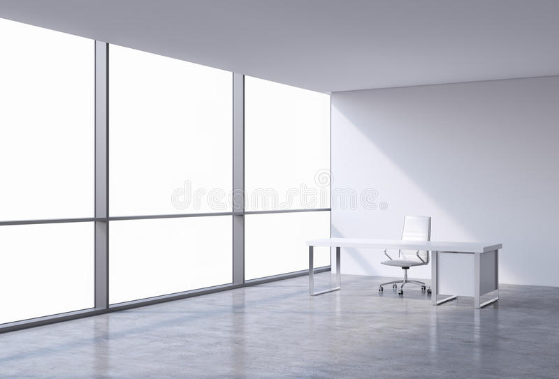 Ένας εργασιακός χώρος σε ένα σύγχρονο πανοραμικό γραφείο γωνιών, διάστημα αντιγράφων στα παράθυρα Μια άσπρη καρέκλα δέρματος και  απεικόνιση αποθεμάτων