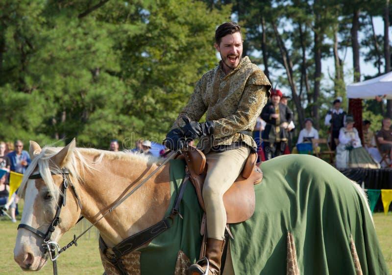 Ένας ιππότης στην πλάτη αλόγου στη μέσος-νότια αναγέννηση Faire στοκ φωτογραφία με δικαίωμα ελεύθερης χρήσης
